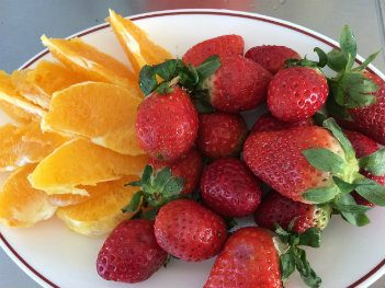 Oranges and strawberries plate